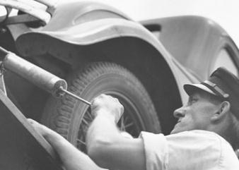 Photo vintage d'un mécanicien