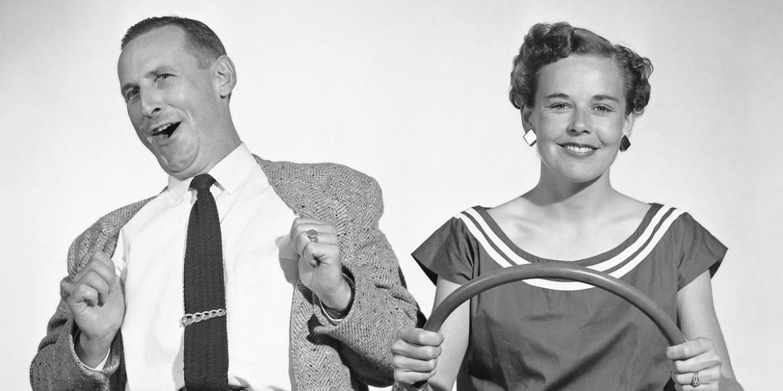 """Une photo vintage d'un couple en """"air voiture"""""""