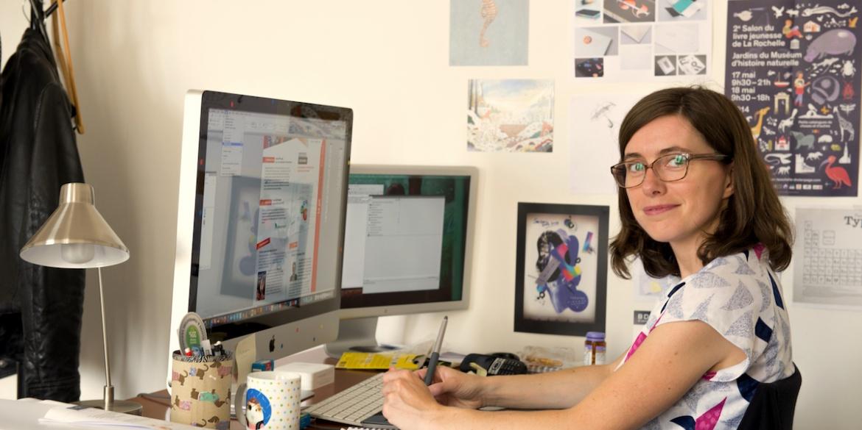 Nathalie Papeil graphiste à l'agence B17 Communication